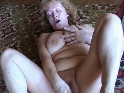 Deutsche Oma Masturbiert